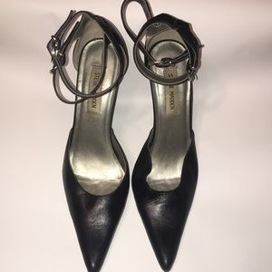 Steve Madden . Black leather pointy pumps